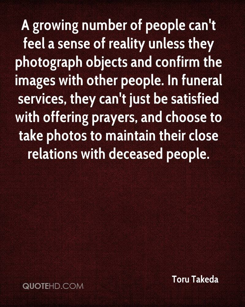A growing number of people can't feel a sense of reality unless they photograph objects and confirm the images with other people. In funeral services, they can't just be satisfied with offering prayers, and choose to take photos to maintain their close relations with deceased people.